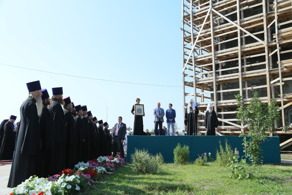 Святейший Патриарх Московский и всея Руси Кирилл посетил Спасо-Преображенский храм в селе Батурино Шадринского района.