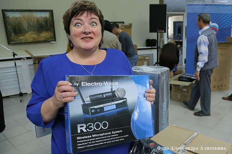 Зауральские Дома культуры получили в подарок новую звуковоспроизводящую аппаратуру.