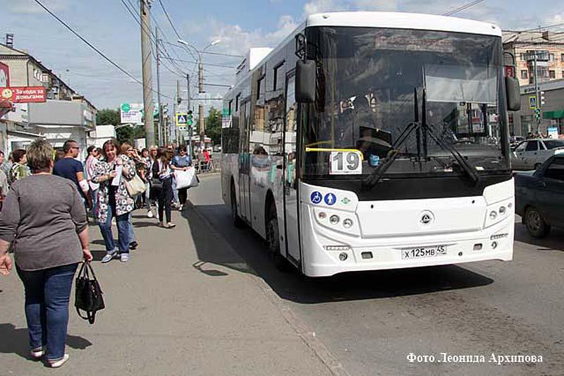 ВБарнауле наулице С. Поляна для безопасности пешеходов переносят остановку