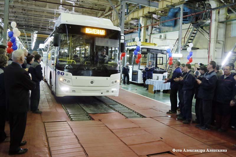 На Курганском автобусном заводе прошёл митинг, приуроченный к предстоящему в январе 60-летию образования предприятия.