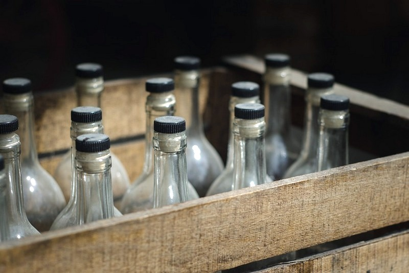 Зауральские полицейские занеделю изъяли неменее 10 тыс. бутылок нелегального алкоголя