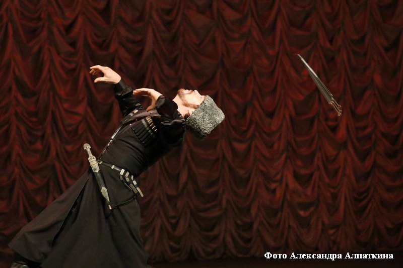 Вокально-танцевальное шоу «Дыхание гор» Государственного академического ансамбля танца «Кабардинка».