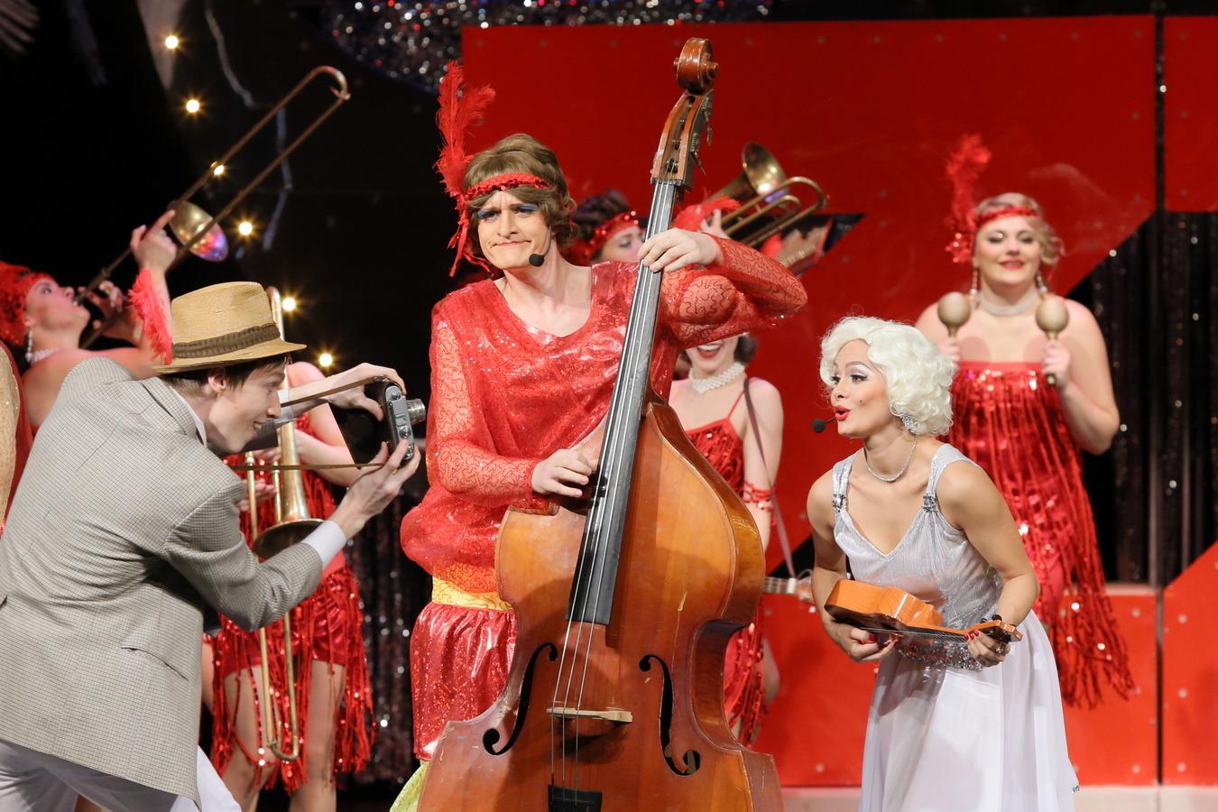 Мюзикл «В джазе только девушки» – премьера Курганского театра драмы.