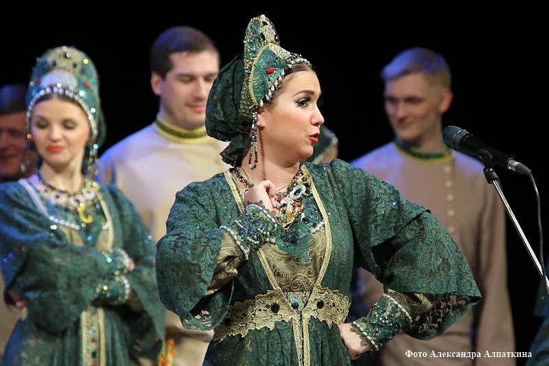 Выступление Уральского государственного академического русского народного хора