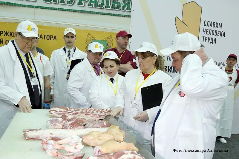 В Кургане прошёл заключительный этап V конкурса профессионального мастерства проекта «Славим человека труда!» Уральского федерального округа в номинации «Лучший обвальщик мяса».