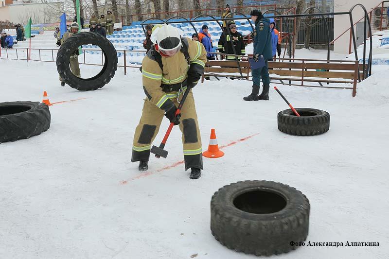 В Кургане прошли соревнования по пожарно-спасательному кроссфиту