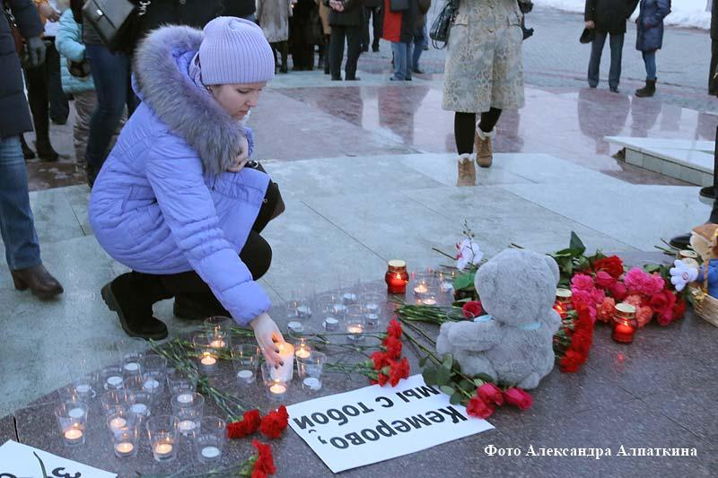 Курганцы почтили память погибших в страшном пожаре в торговом центре «Зимняя вишня» в Кемерове.