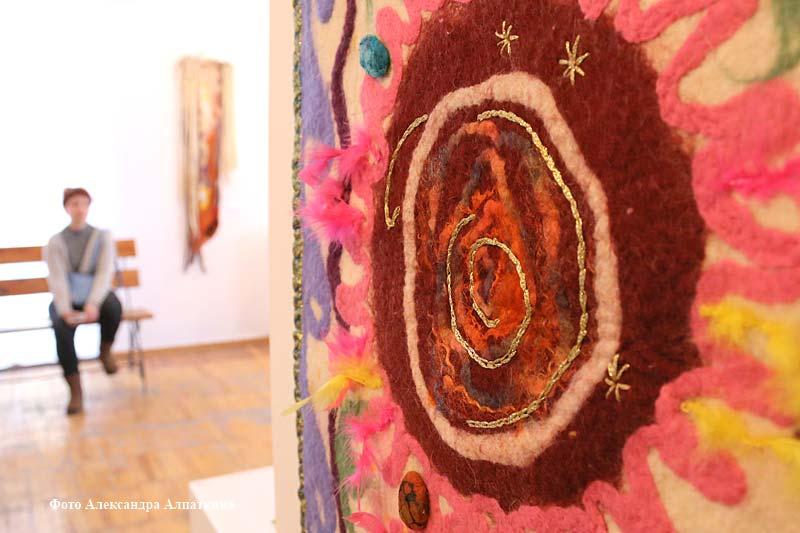 Международная выставка Веры Имашбаевой «Войлочный путь. Из Казахстана в Курган»