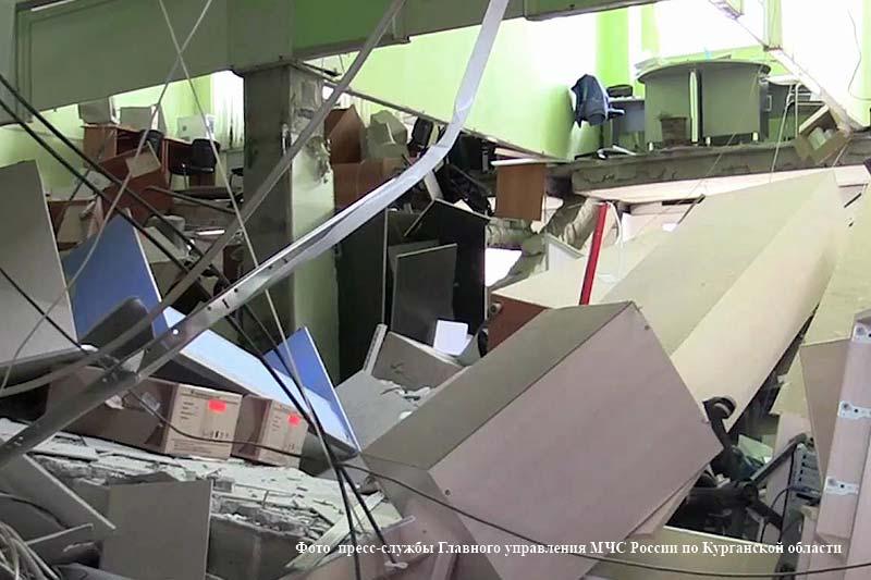 """Обрушение перекрытия в магазине """"Магнит"""" в Кургане."""