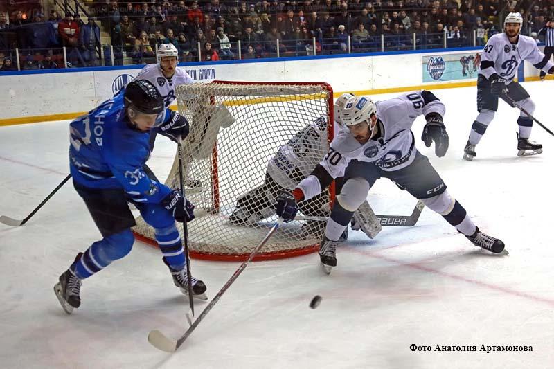 Игра курганского «Зауралья» и «Динамо» из Санкт-Петербурга в рамках полуфинала Кубка Петрова – плей-офф чемпионата Высшей хоккейной лиги сезона 2017/2018.