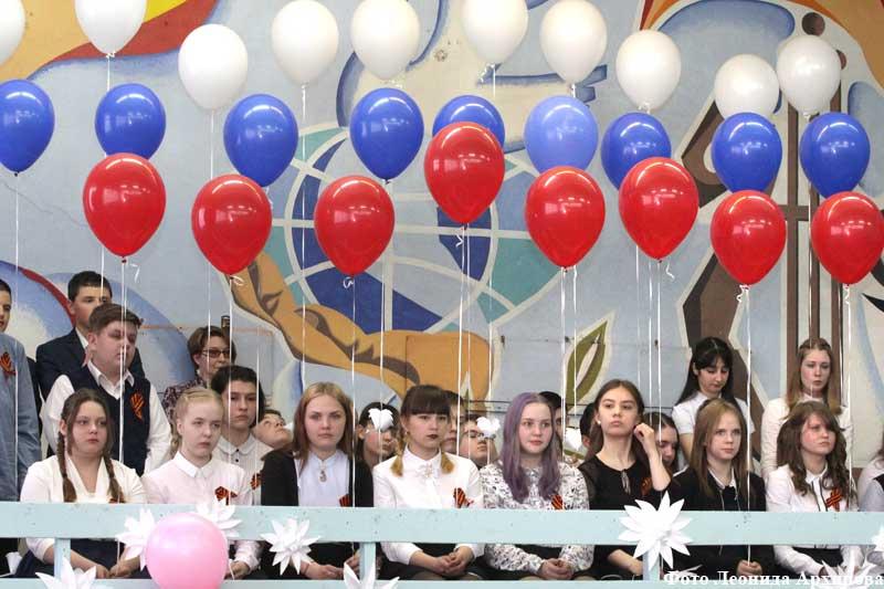 Кадеты школы №10 чествовали ветеранов Великой Отечественной войны.