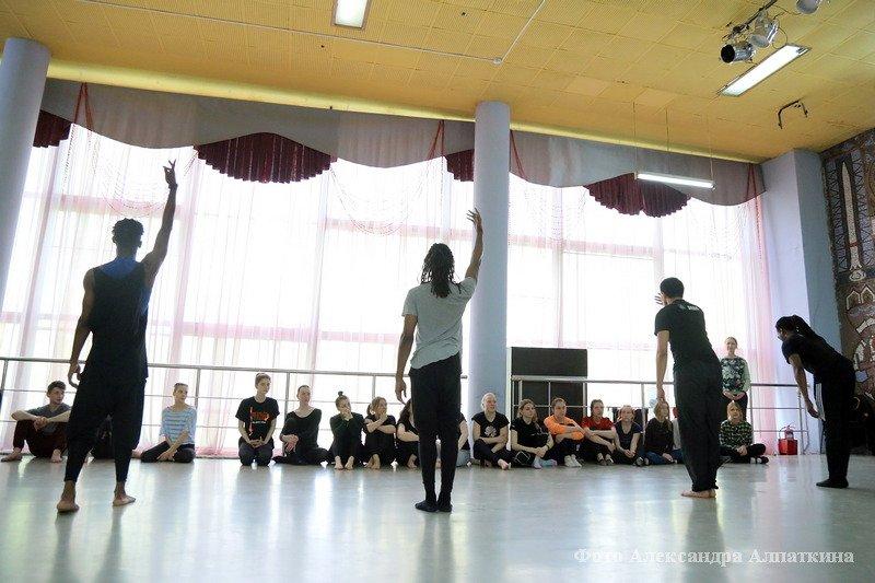 Мастер-класс солистов ансамбля современного танца «DAYTON CONTEMPORARY DANCE COMPANY» (США)