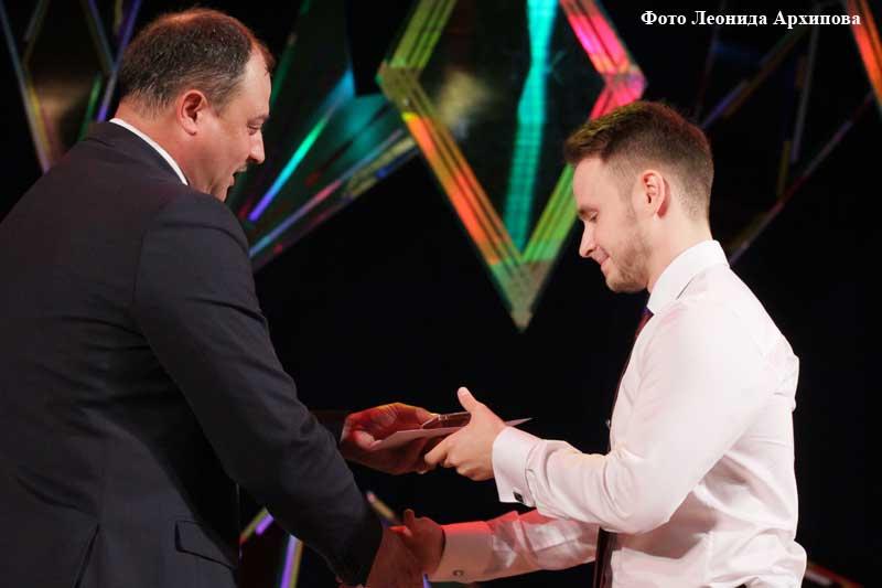 Награждение выпускников Кургана медалями за особые успехи в учебе