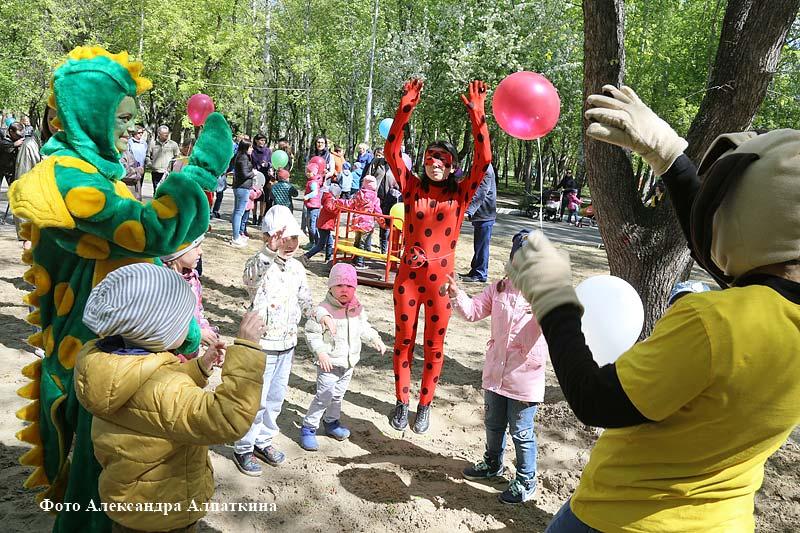 В Кургане открылась новая детская площадка