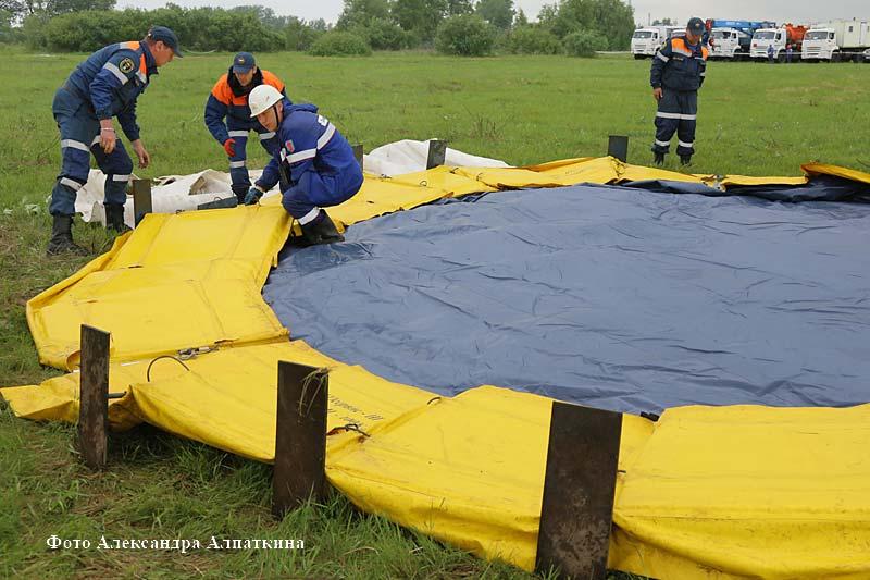Спасательные службы Курганской области провели учения по ликвидации разлива нефти на Тоболе.