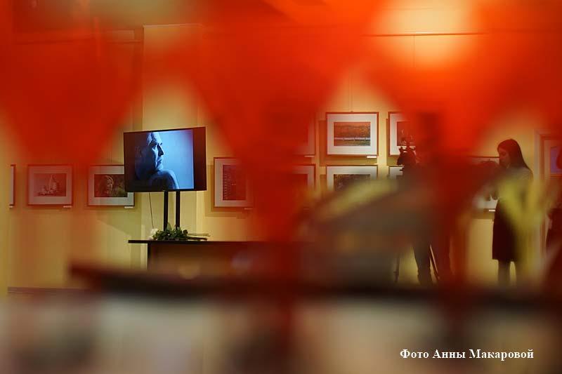 """Выставка Александра Сергеева """"В поисках света""""."""
