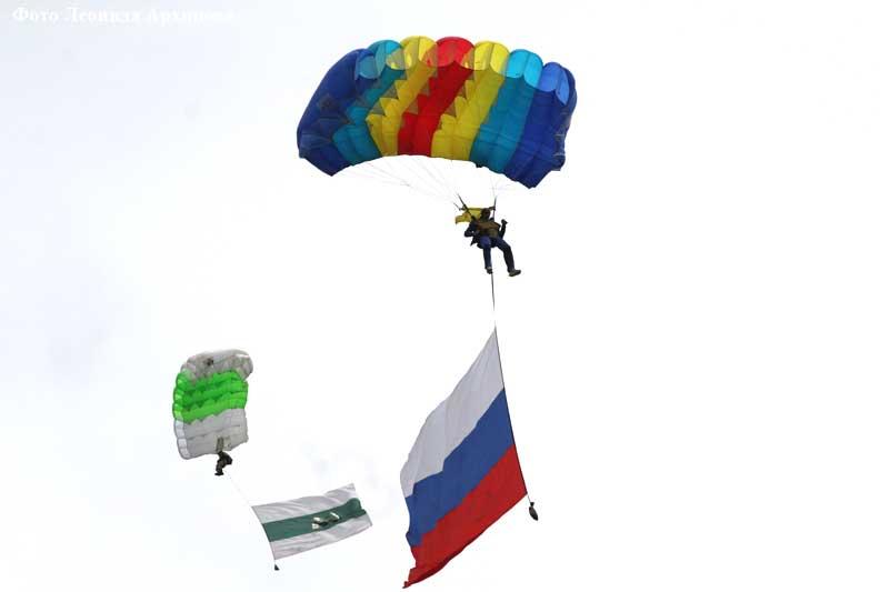 В лётном центре «Логовушка» отметили День воздушно-десантных войск