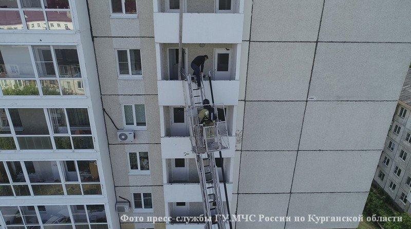 Учения пожарных на высотном доме.
