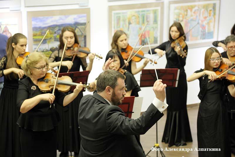 В Кургане открылась V Всероссийская выставка акварели.