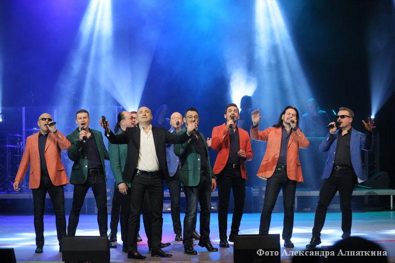 Выступление хора Турецкого в курганской филармонии.