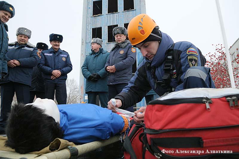 Курганские спасатели показали свое мастерство