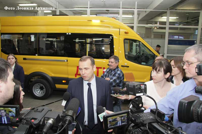Восемь школ Зауралья получили ключи от новых автобусов