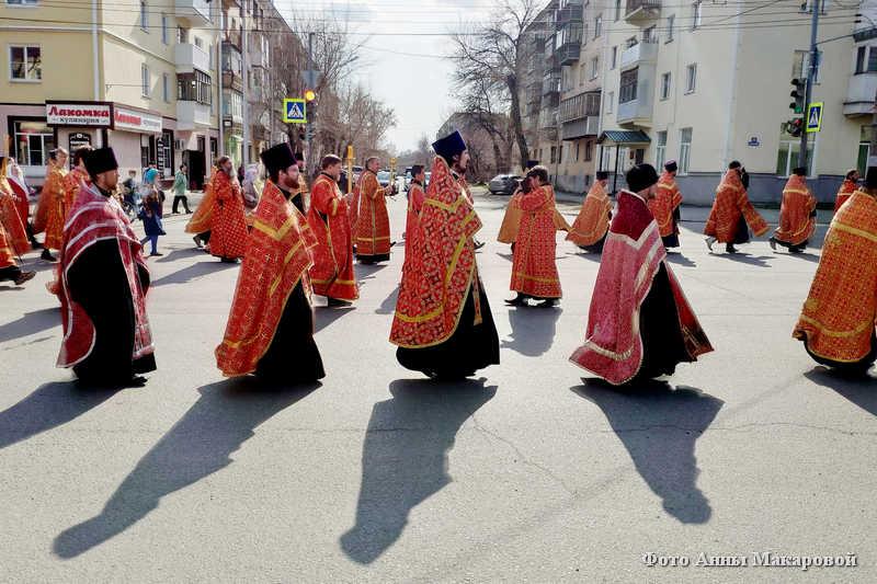 Праздничный крестный ход в день светлой Пасхи прошел в Кургане.