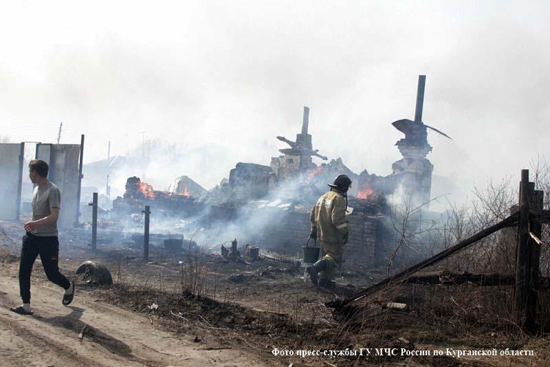 Пять домов в результате сильного пожара пострадали