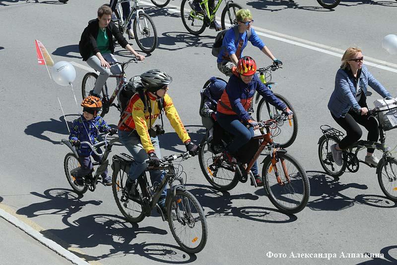 В Кургане прошел велопарад за безопасность на дорогах
