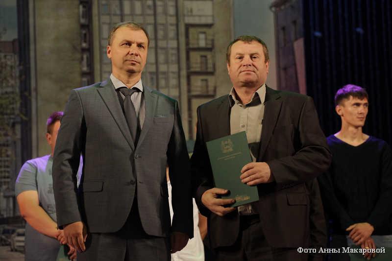 Глава города Кургана Андрей Потапов поздравил строителей с праздником.