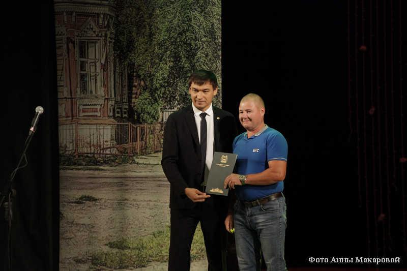 Врио председателя городской Думы Игорь Прозоров поздравил строителей с праздником.