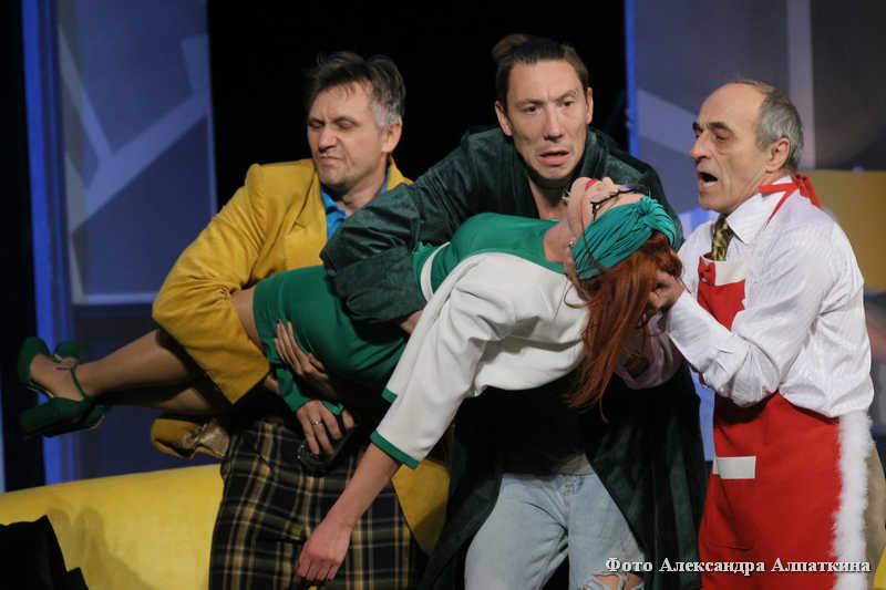 """""""Слишком женатый таксист"""" - эксцентричная комедия на сцене Курганского государственного театра драмы."""
