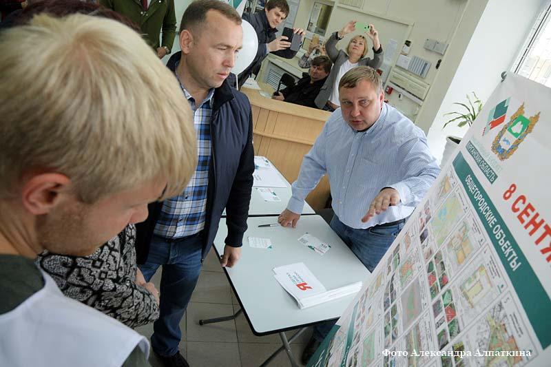 Врио губернатора Курганской области Вадим Шумков голосует в единый день голосования.