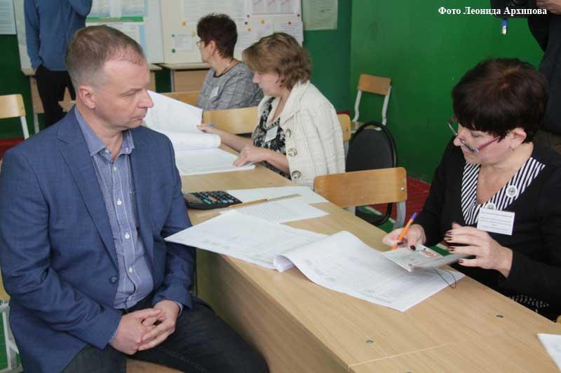 Единый день голосования. Глава города Андрей Потапов на избирательном участке