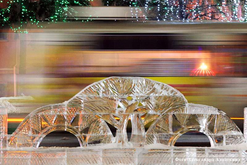 Улицы и фасады зданий в Кургане преобразились к зимним праздникам.