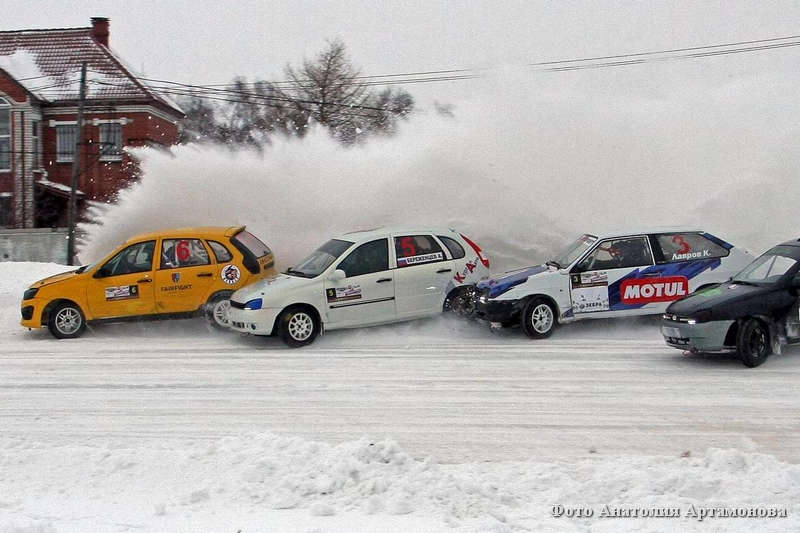 Трековые гонки на курганском ипподроме