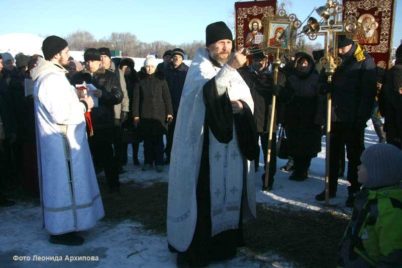 Курганцы в день Крещения Господня по традиции окунаются в купелях.