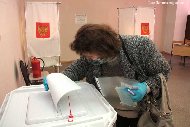 Голосование на избирательных участках