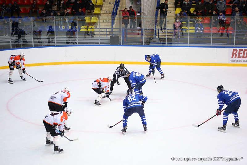 """Хоккеисты """"Зауралья""""потерпели поражение от команды «Молот-Прикамье»."""