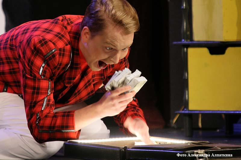 Премьерой комедии «Смешные деньги» открылся 78-ой сезон в Курганском театре драмы.