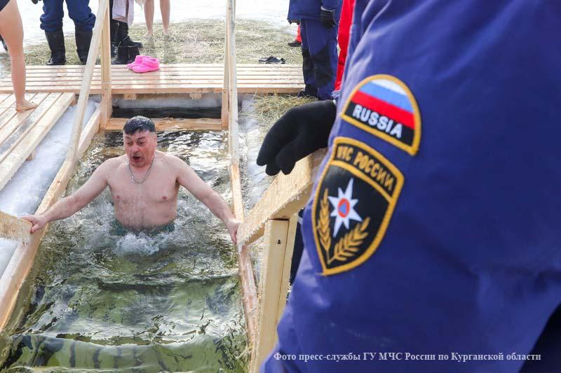 В Курганской области прошли Крещенские купания