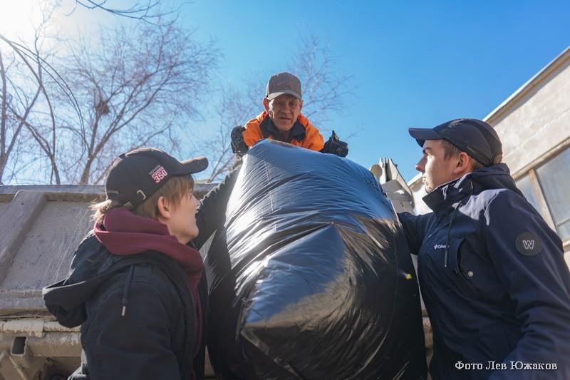 Школьники Кургана вышли на очистку города