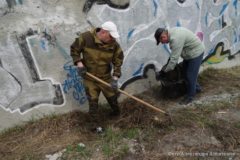 Продолжается санитарная очистка города.