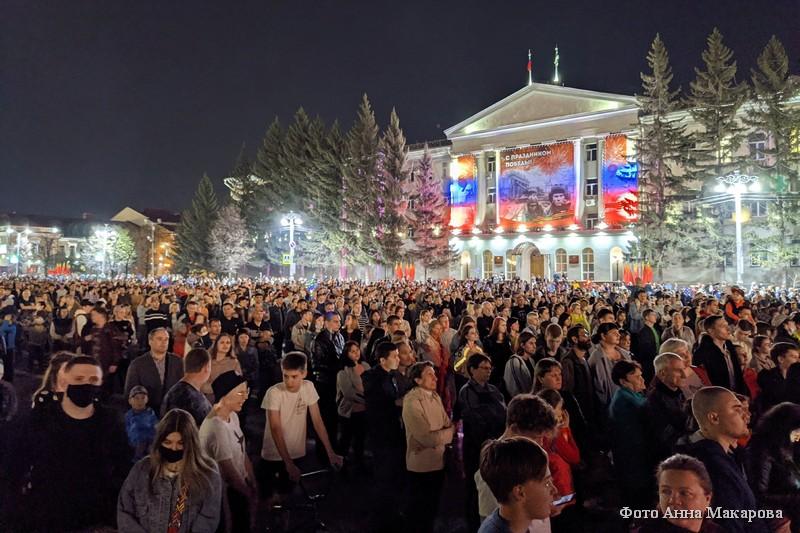 Праздничный салют в честь Победы