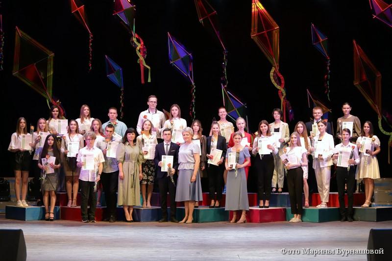 Медали «За особые успехи в учении» получили 170 курганских выпускников